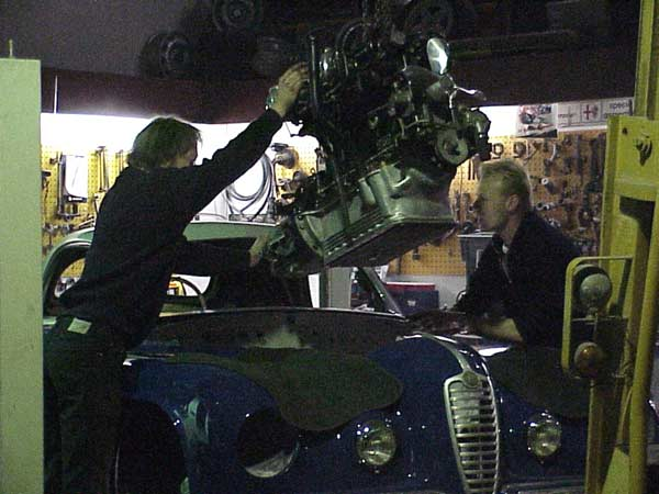 Installing the 1949 Alfa Romeo 6c 2500 engine